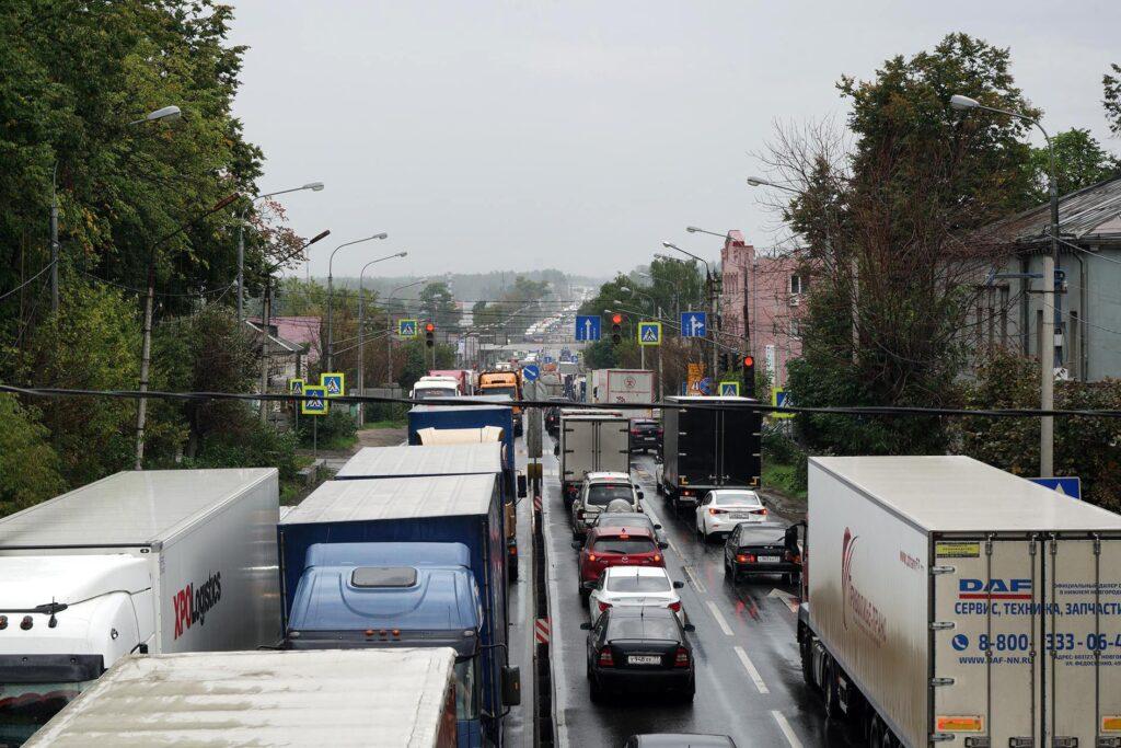 Straßenverkehr in Pokrow. Foto: © Frank Gaudlitz